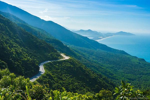Đèo Hải Vân với những con đường dài bất tận