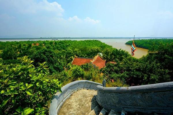 Đền Tràng Kênh bên dòng sông Bạch Đằng