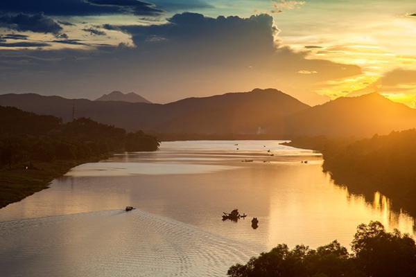Sông Hương thơ mộng ở Huế