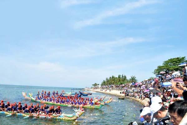 Lễ hội đua thuyền truyền thống