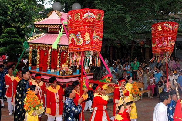 Lễ hội Dinh Bà Ông Lang