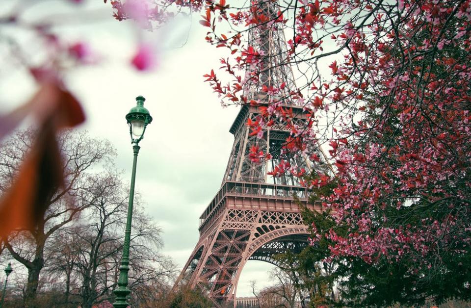 Tháp Eiffel nổi tiếng thế giới