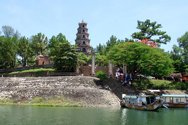 Vẻ đẹp cổ kính của chùa Thiên Mụ