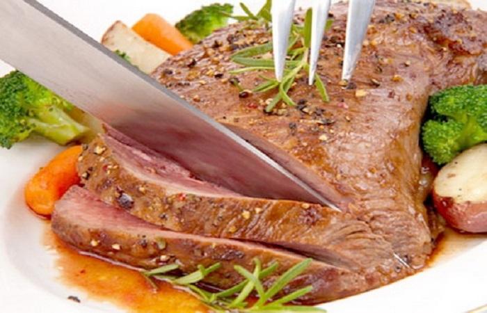 Bò bít tết là một trong những món ăn đặc trưng mang hương vị xứ sở