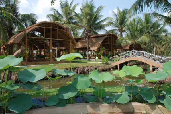 Khu du lịch làng Tre Việt